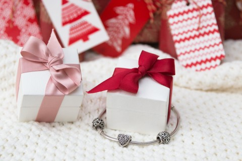 holiday-charm-bracelet-gift